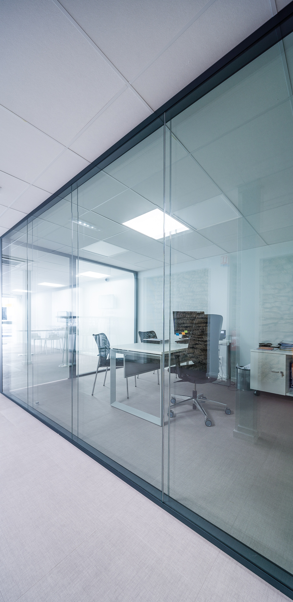 cloisons transparentes fashion designs. Black Bedroom Furniture Sets. Home Design Ideas