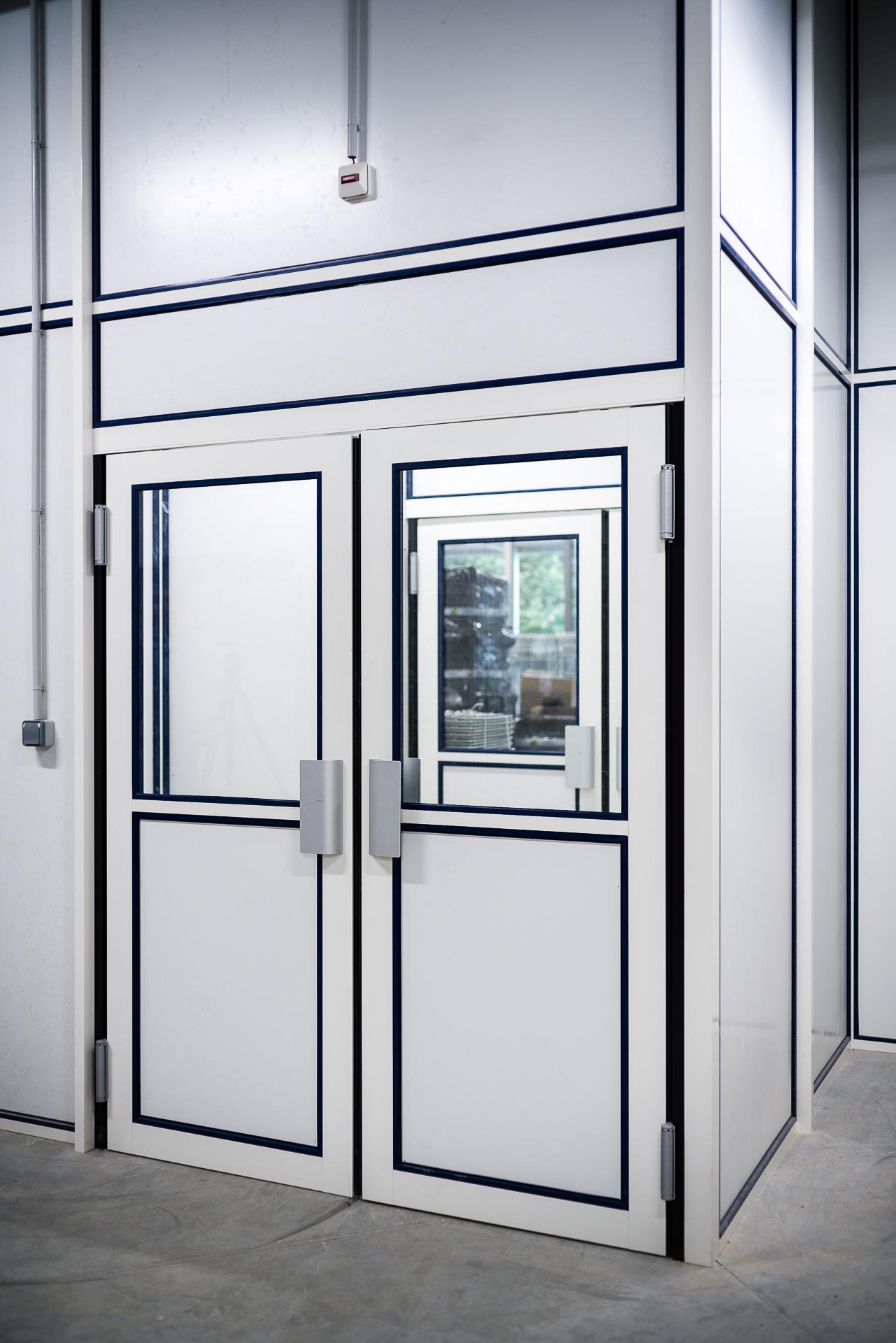 Portes pour cloisons amovibles en bois verre aluminium for Porte service double vantaux